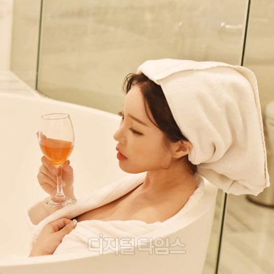 [포토]유튜버 아리샤, 목욕가운의 유혹